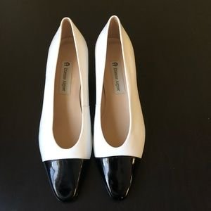 Etienne Aigner two color 8M pumps